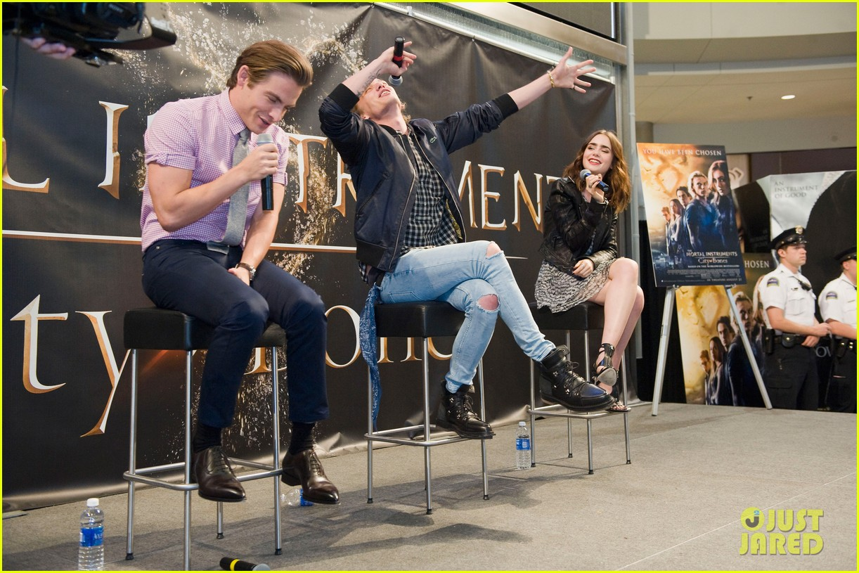 lily collins jamie campbell bower mortal instruments signing 082919118