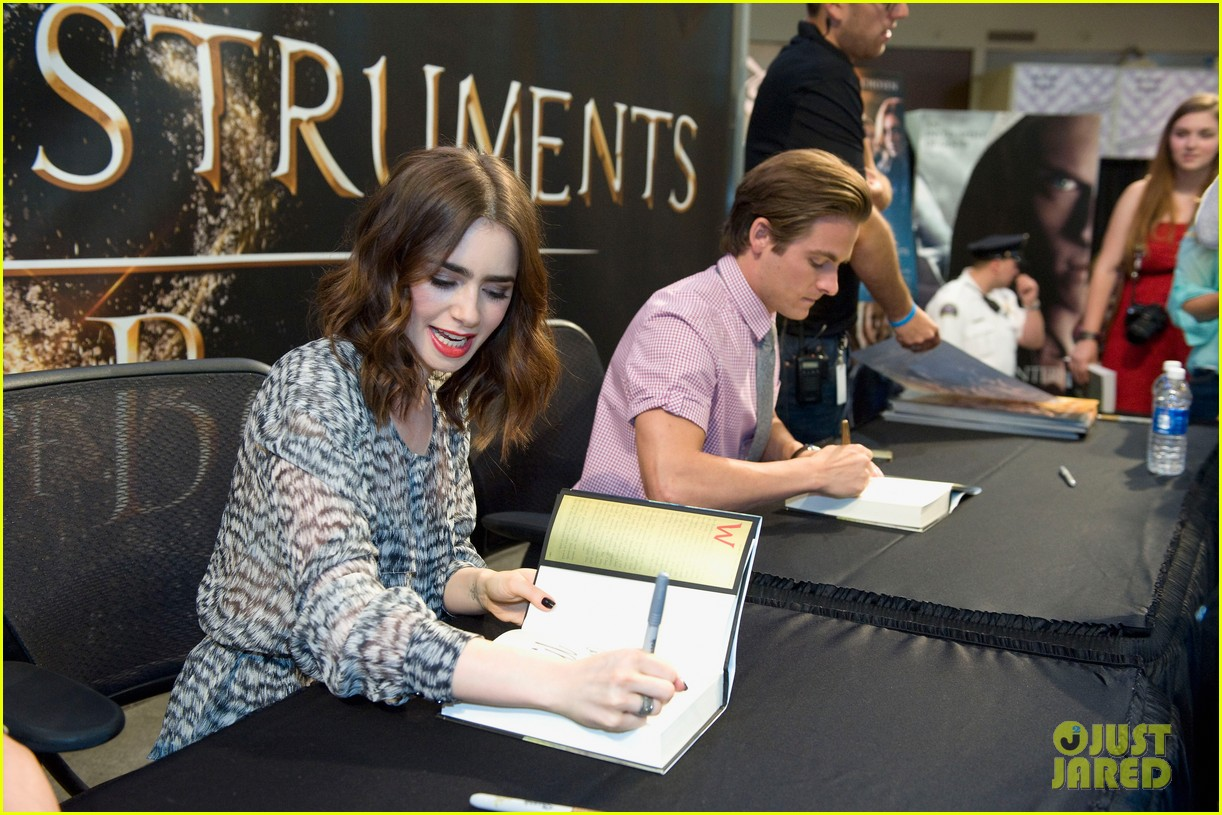 lily collins jamie campbell bower mortal instruments signing 132919123
