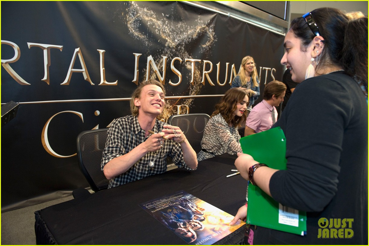lily collins jamie campbell bower mortal instruments signing 202919130