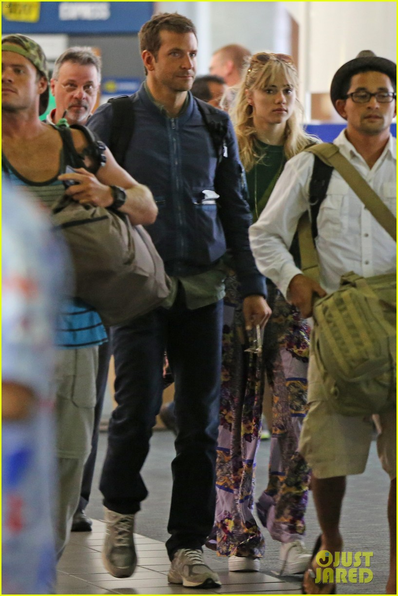 bradley cooper suki waterhouse hawaii vacation 05