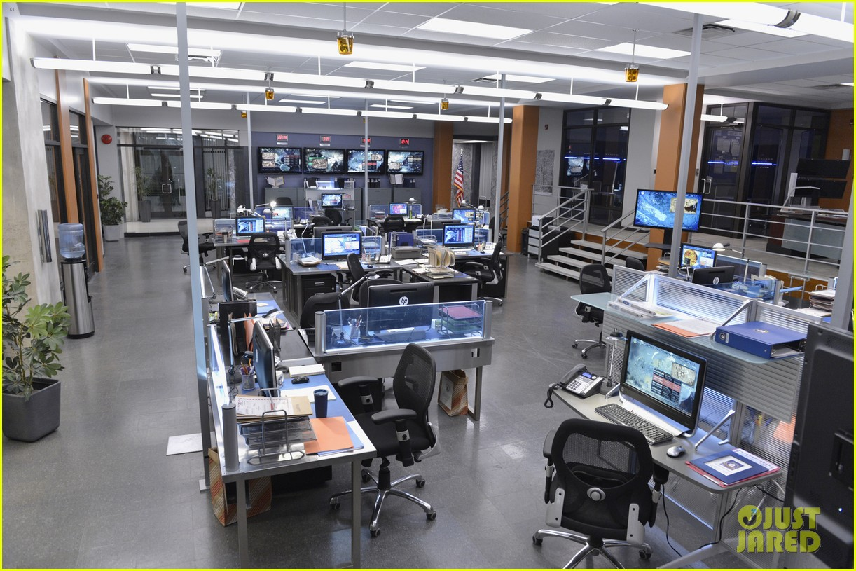 covert affairs season 4 5 things to know just jared set visit 022910096