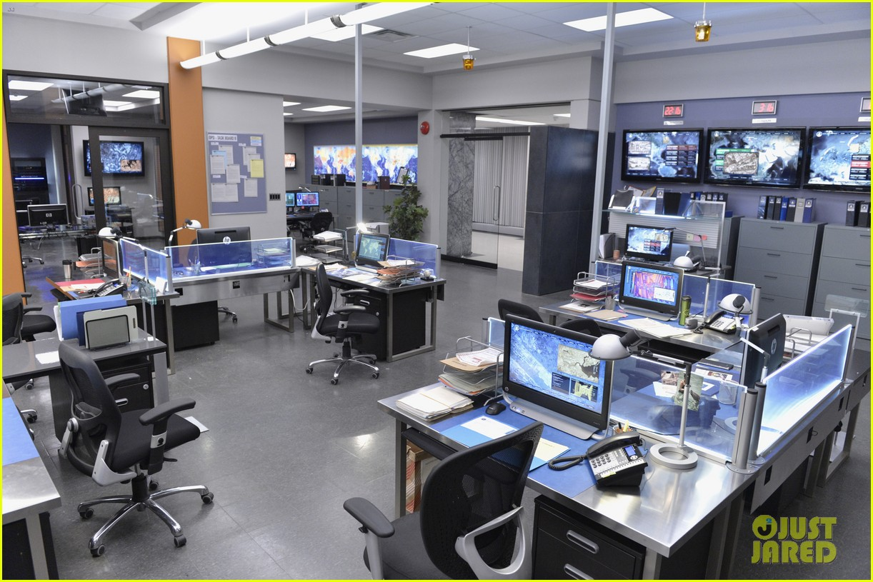 covert affairs season 4 5 things to know just jared set visit 062910100