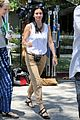 courteney cox seann william scott prep for day of filming 12
