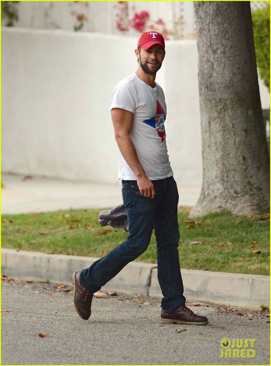 chace crawford bulging biceps in studio city 012908199