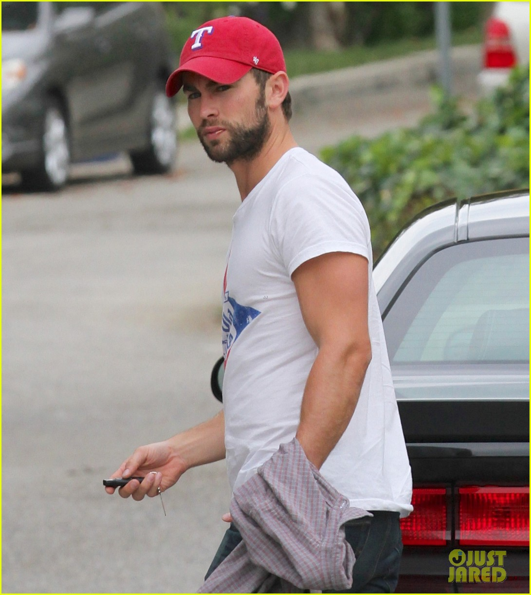 chace crawford bulging biceps in studio city 02