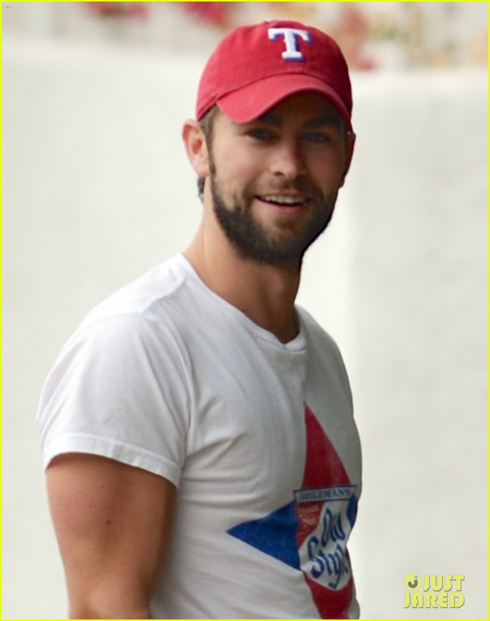 chace crawford bulging biceps in studio city 03