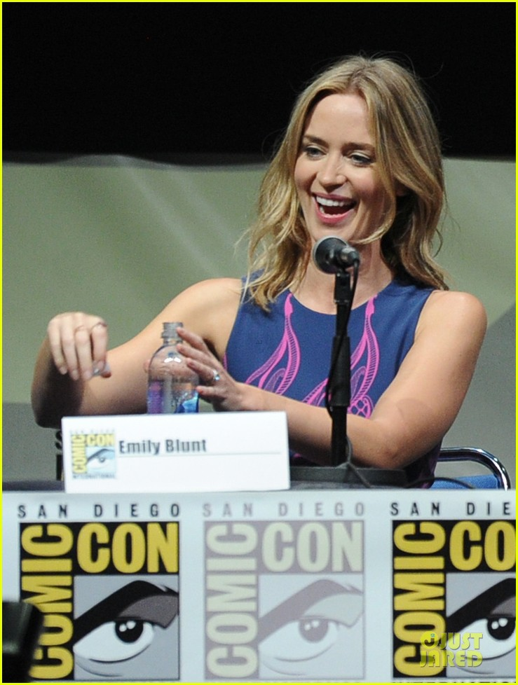 tom cruise emily blunt edge of tomorrow at comic con 132913023