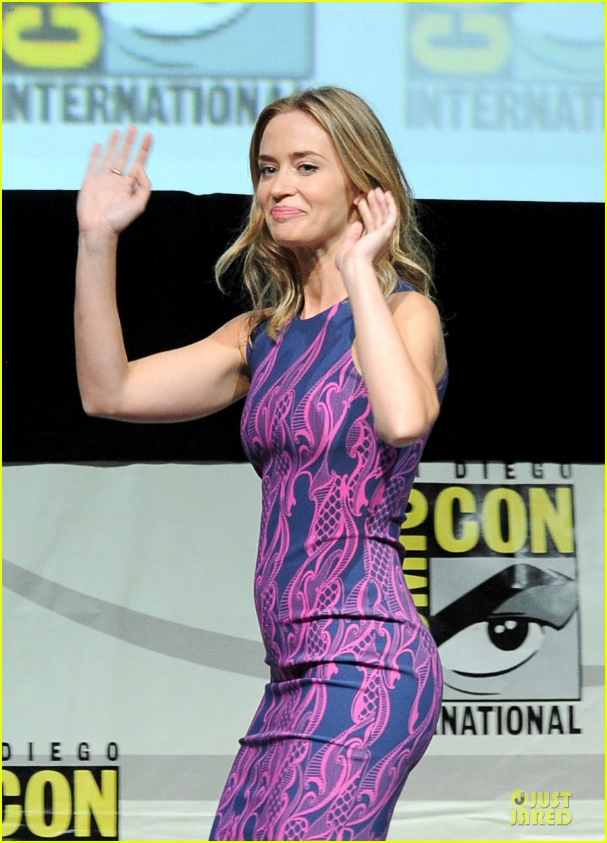 tom cruise emily blunt edge of tomorrow at comic con 152913025