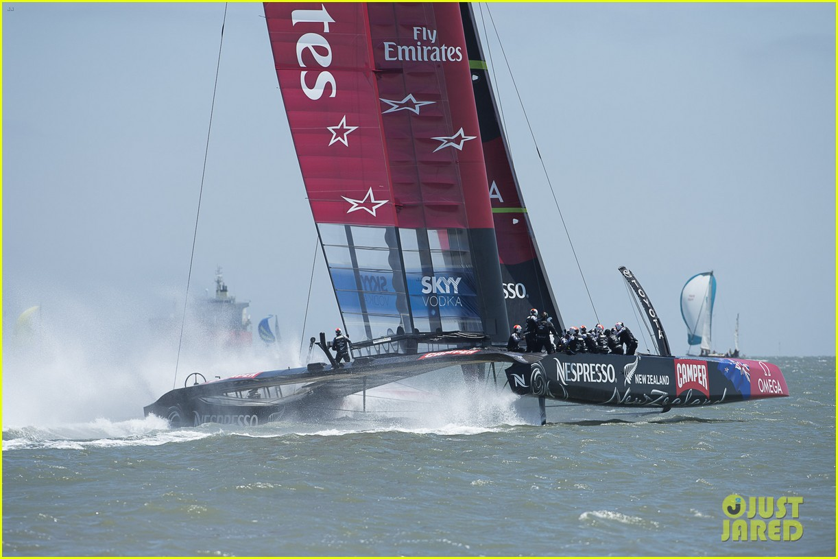 tom cruise connor emirates team new zealand sailing race 09