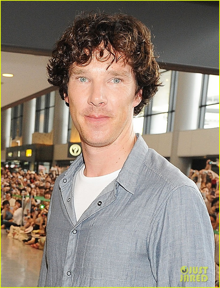 benedict cumberbatch arrives in japan after wrapping hobbit 022909740