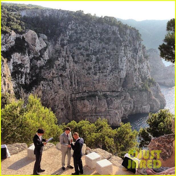benedict cumberbatch shirtless wedding weekend 012916038