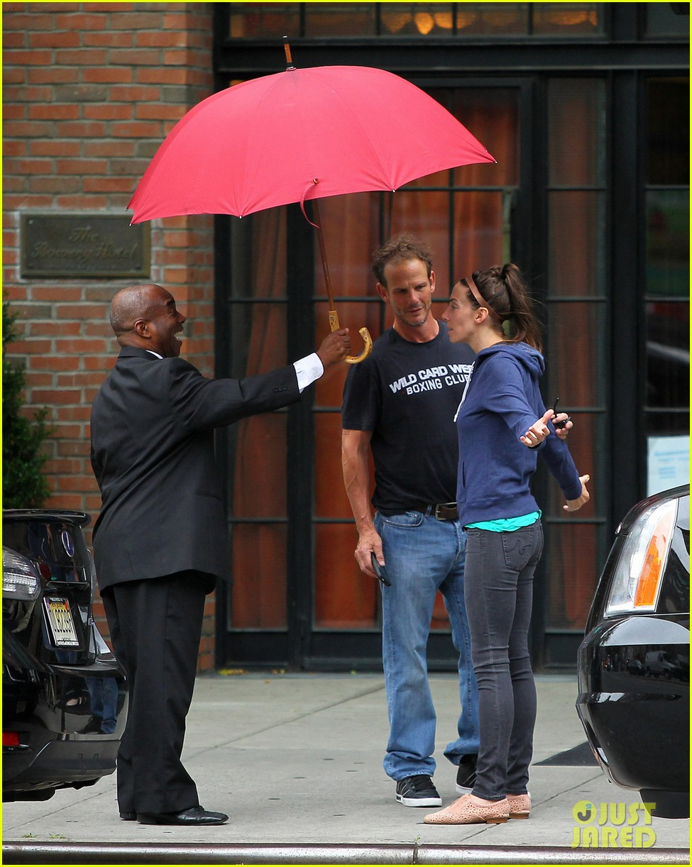 whitney cummings peter berg cuddling couple in nyc 032908785