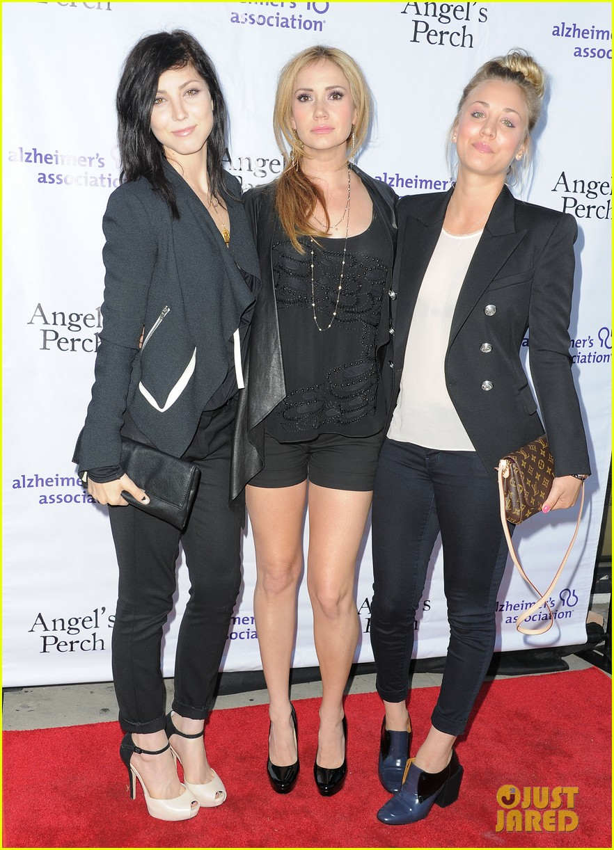 kaley cuoco angels perch premiere 012911429