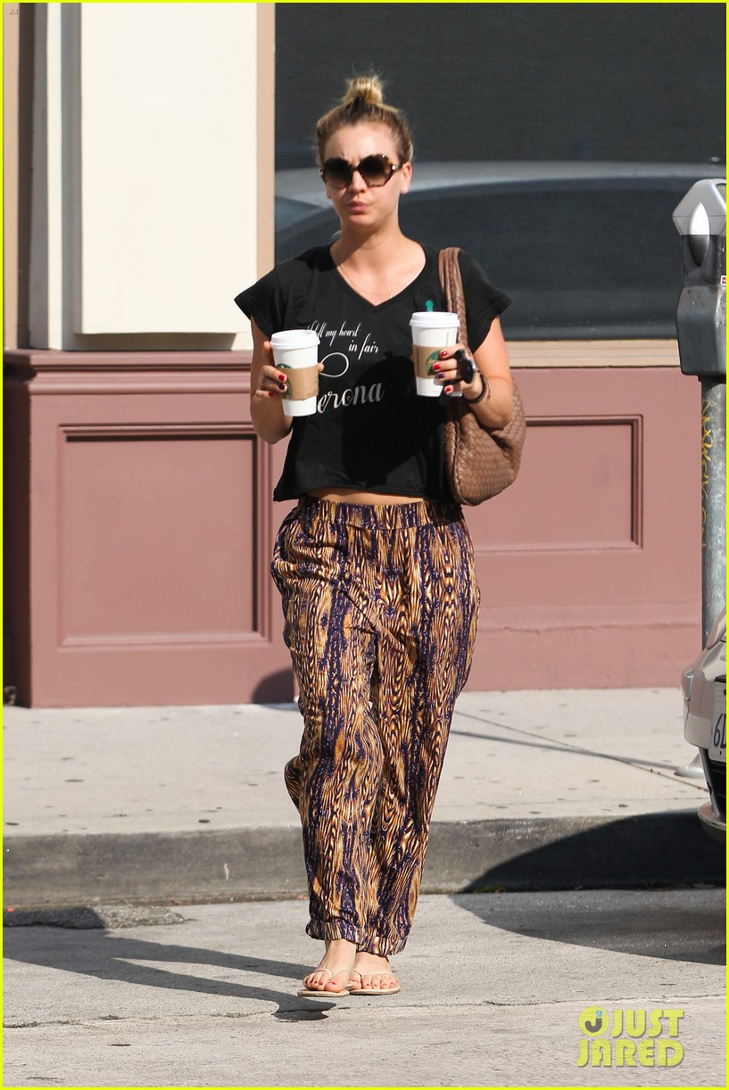 kaley cuoco grabs coffee for two after date with henry cavill 082903971