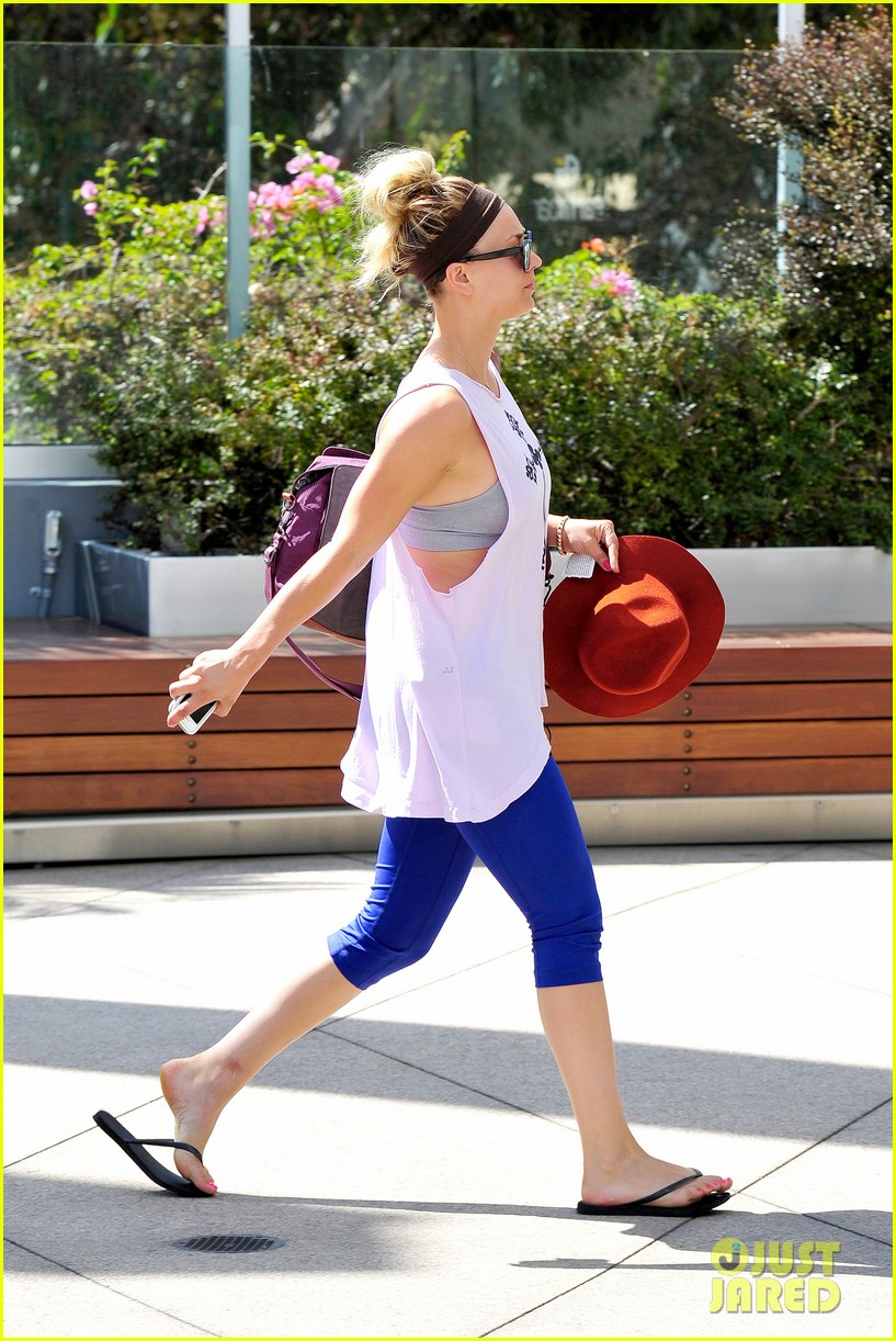 newly single kaley cuoco steps out solo for gym time 072910375