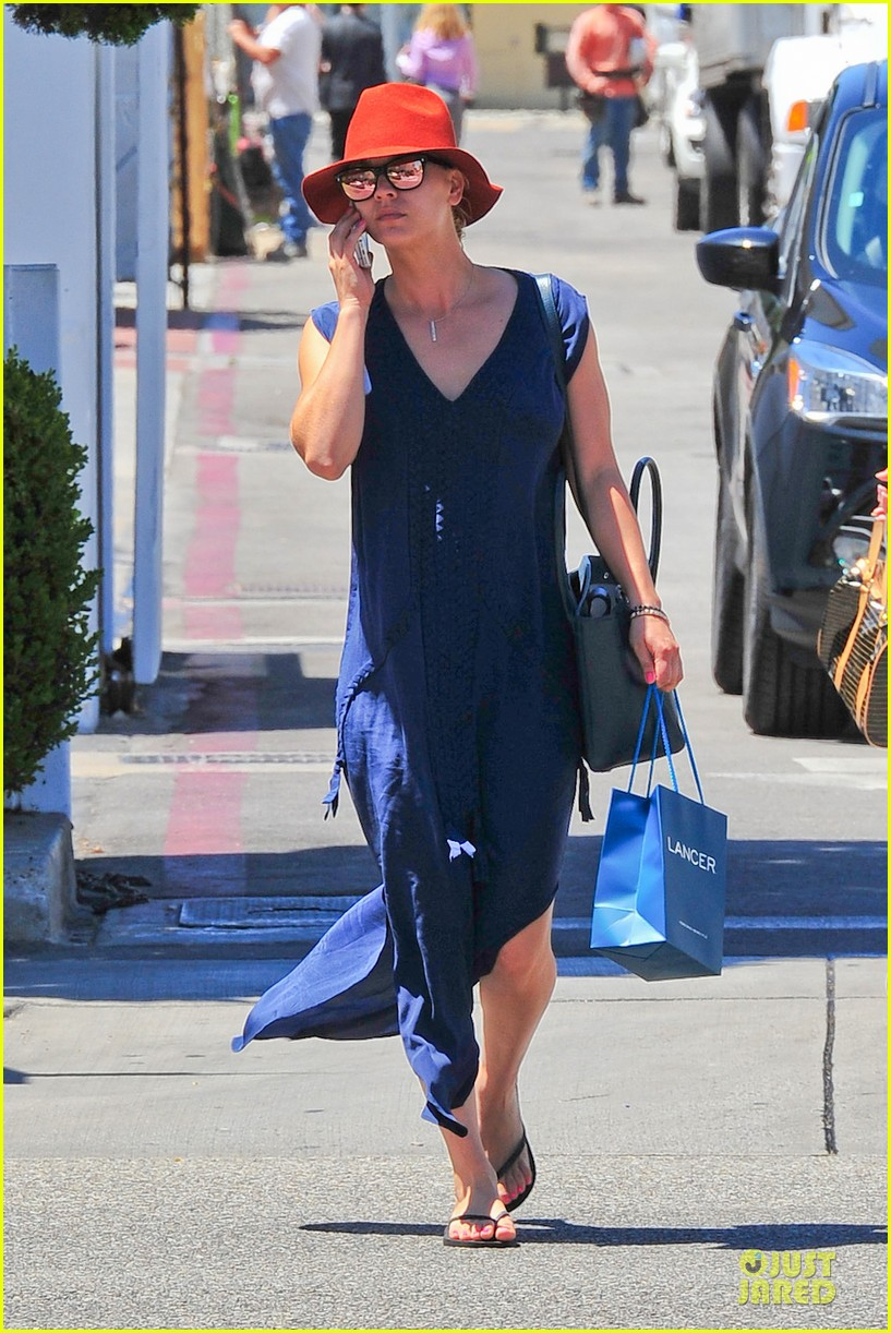 kaley cuoco single retail therapy session 042910503