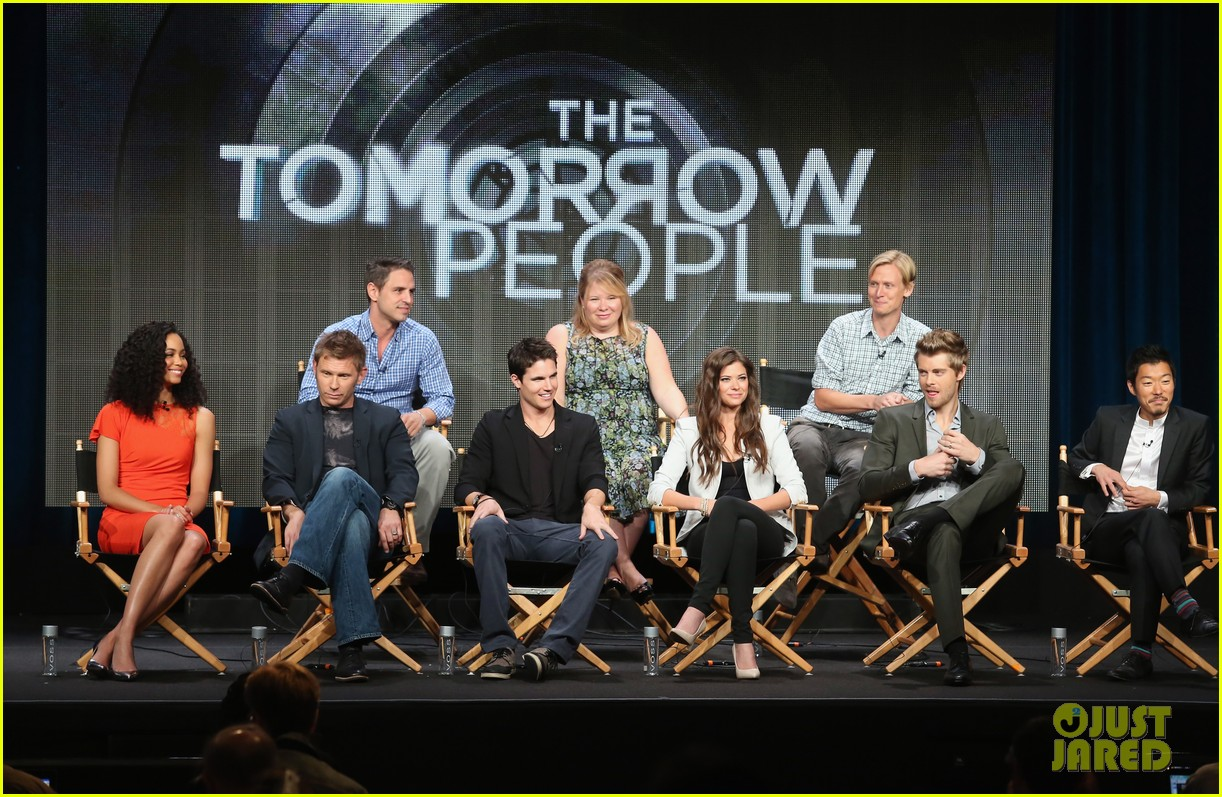 robbie amell joseph morgan thw cw at tca 2013 232920815
