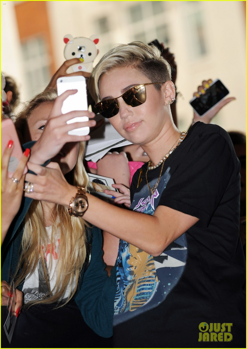 miley cyrus cutting my hair really changed my life 042911421