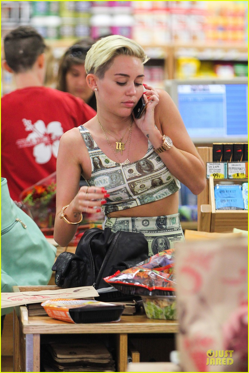 miley cyrus bares midriff with money dress 04