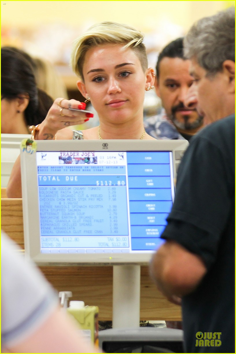 miley cyrus bares midriff with money dress 13