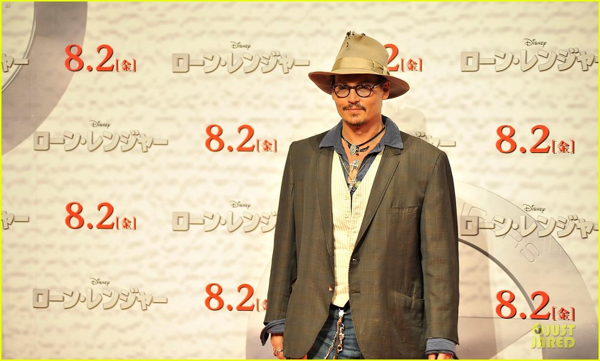 johnny depp in talks for alice in wonderland sequel 102910666