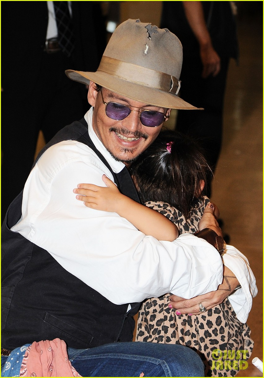 johnny depp japan arrivial with amber heard 012910238