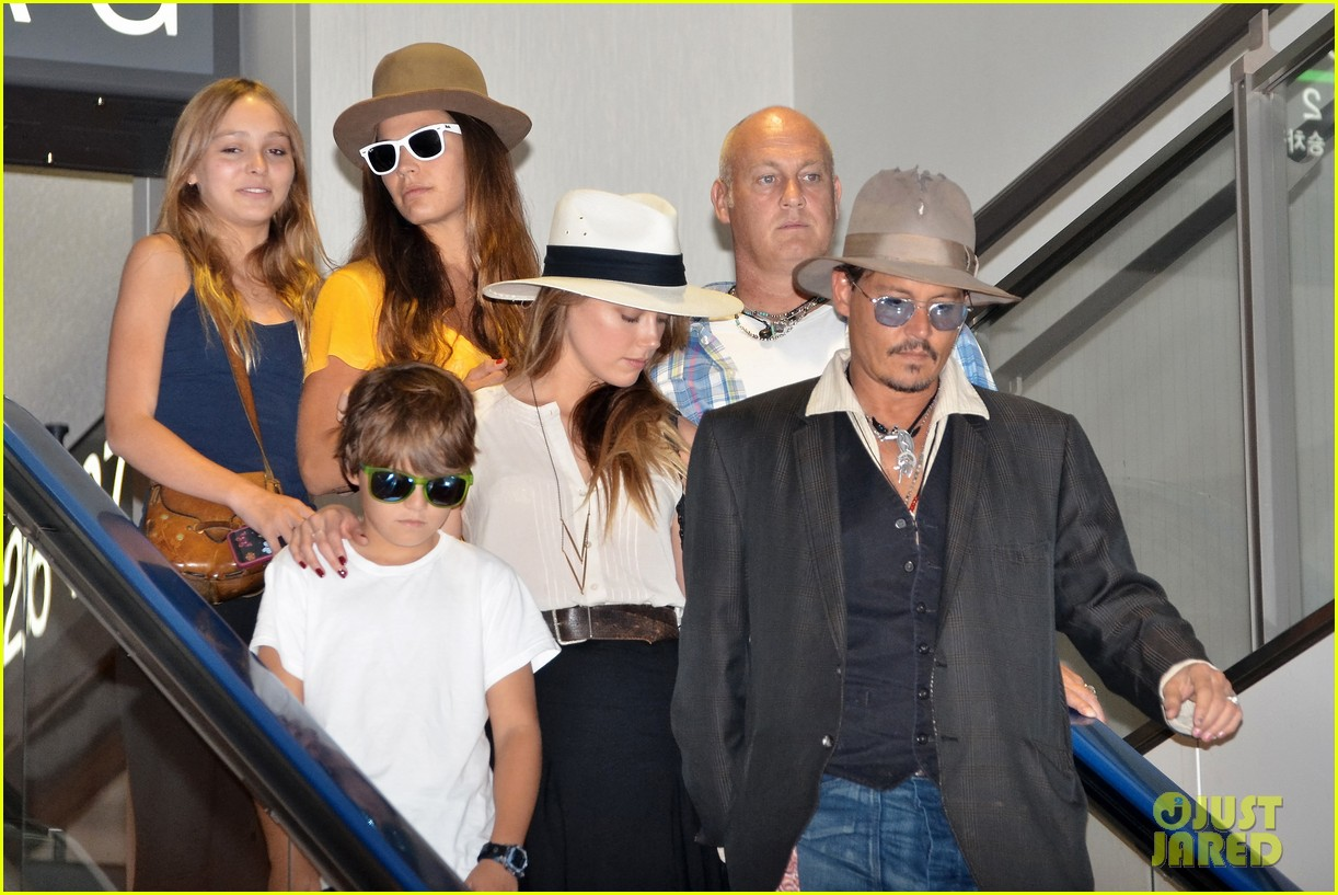 johnny depp amber heard leave japan with his kids 032911459