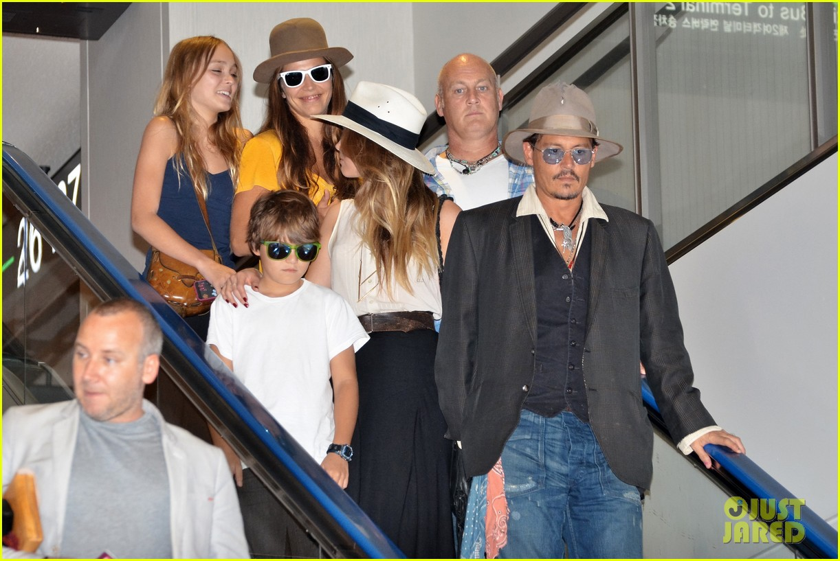 johnny depp amber heard leave japan with his kids 042911460
