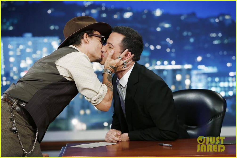 johnny depp kisses jimmy kimmel for talk show appearance video 012902721