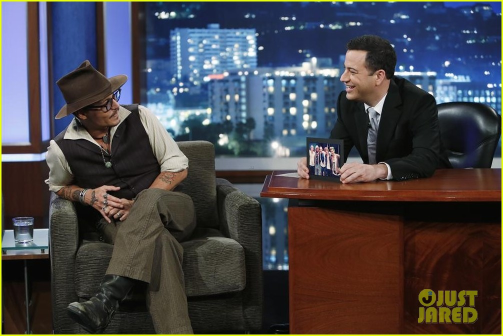 johnny depp kisses jimmy kimmel for talk show appearance video 062902726