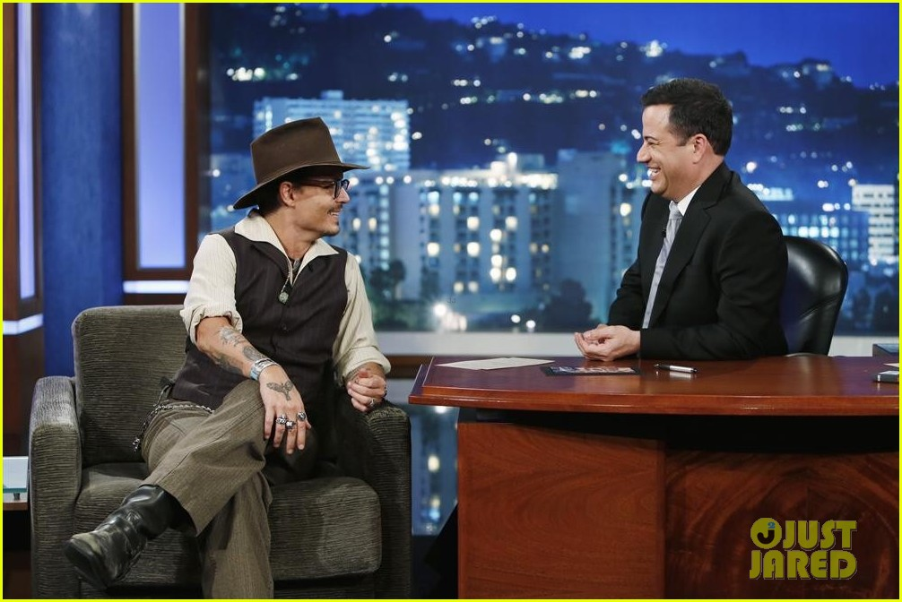 johnny depp kisses jimmy kimmel for talk show appearance video 072902727