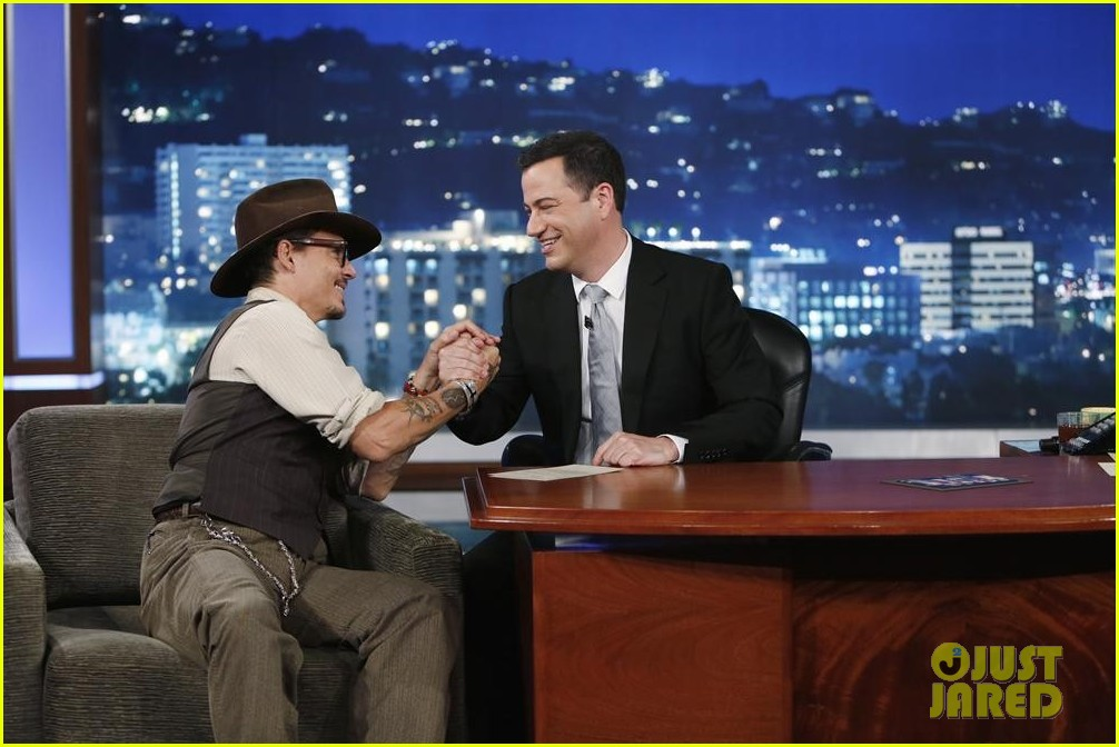 johnny depp kisses jimmy kimmel for talk show appearance video 092902729
