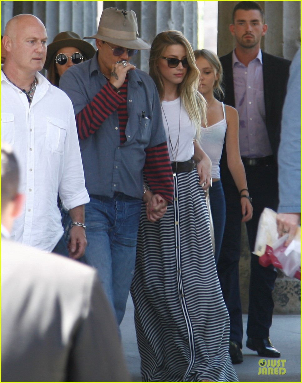 johnny depp amber heard hold hands at neues museum 012912800