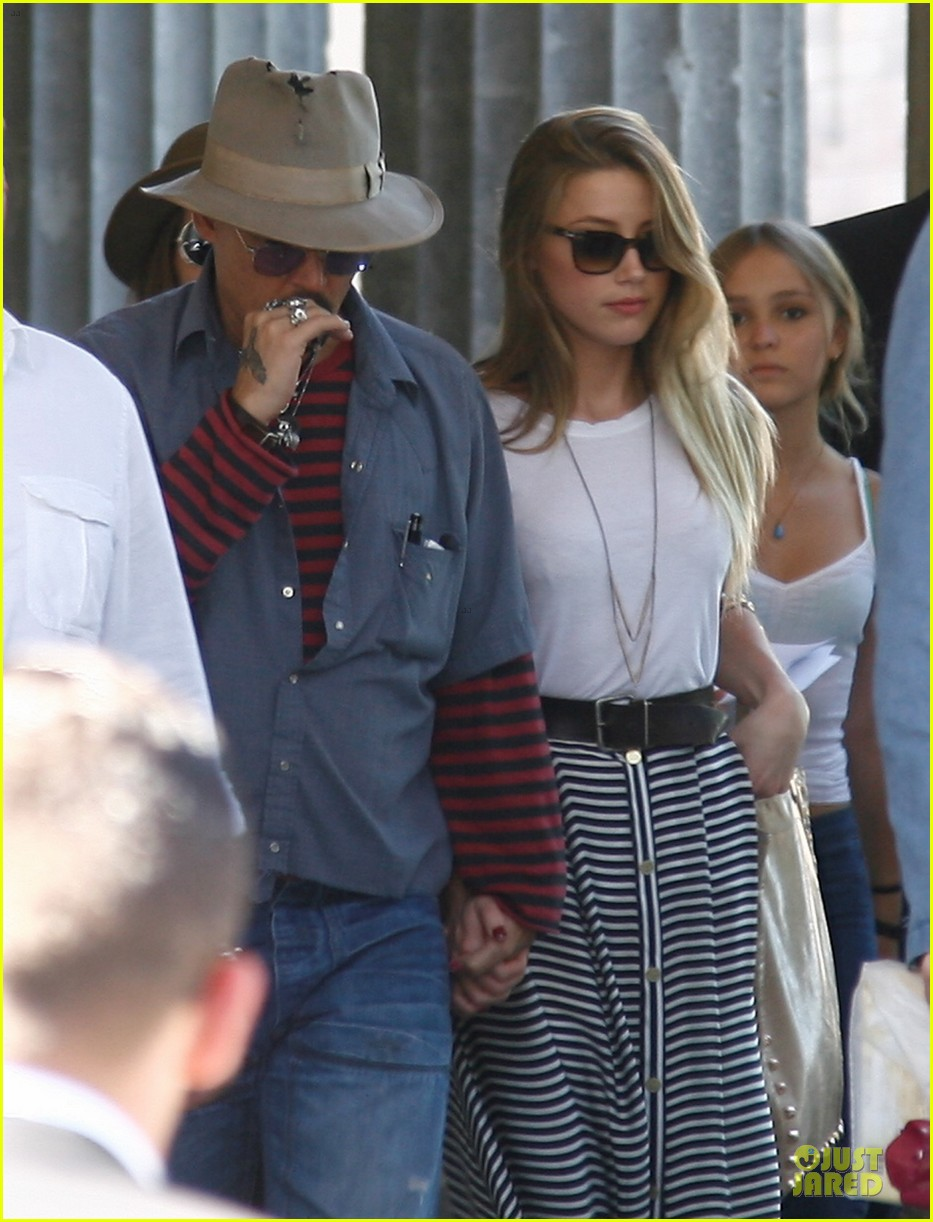 johnny depp amber heard hold hands at neues museum 022912801
