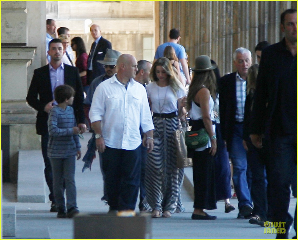 johnny depp amber heard hold hands at neues museum 032912802