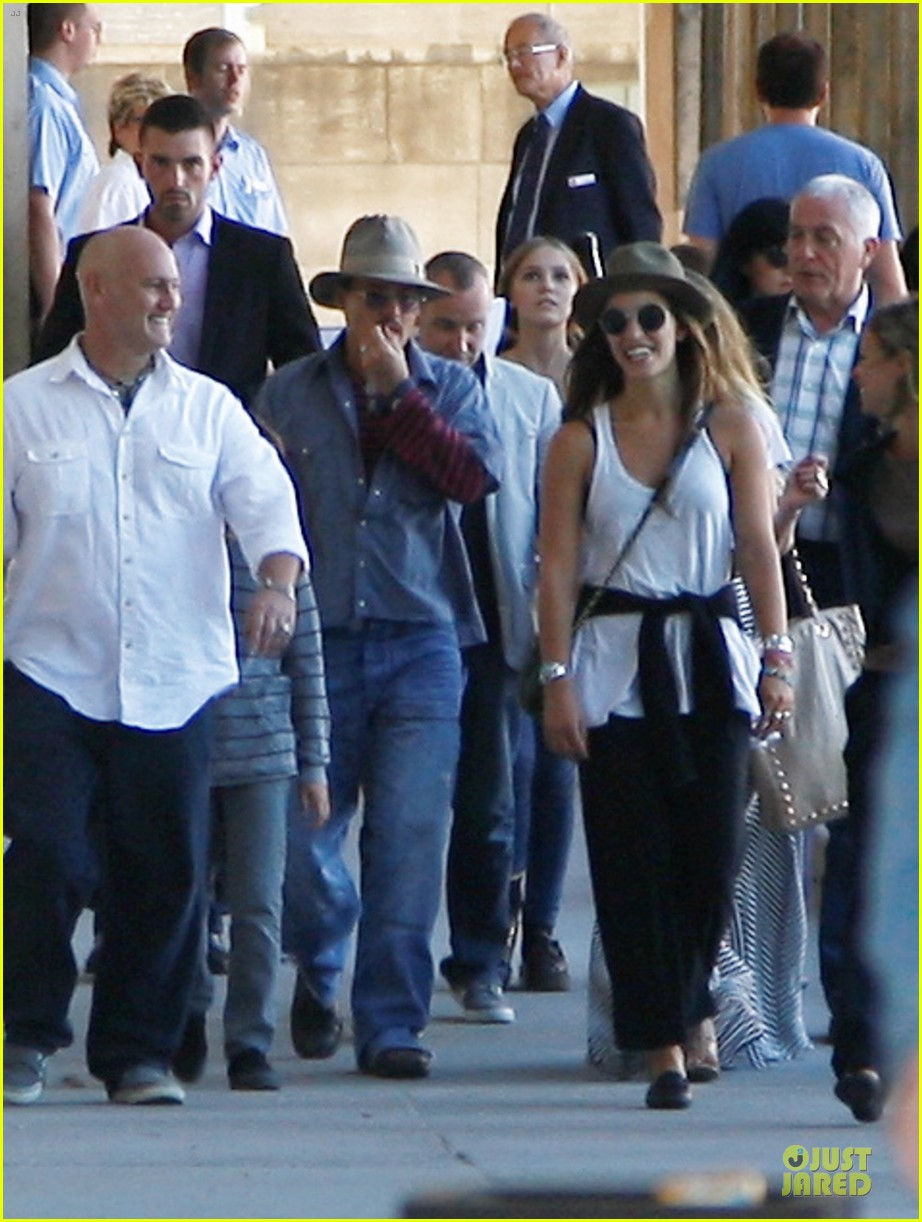 johnny depp amber heard hold hands at neues museum 082912807