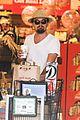 leonardo dicaprio fourth of july grocery shopping 10