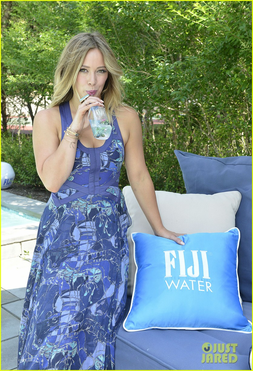 hilary duff fiji water days of summer host 102913749