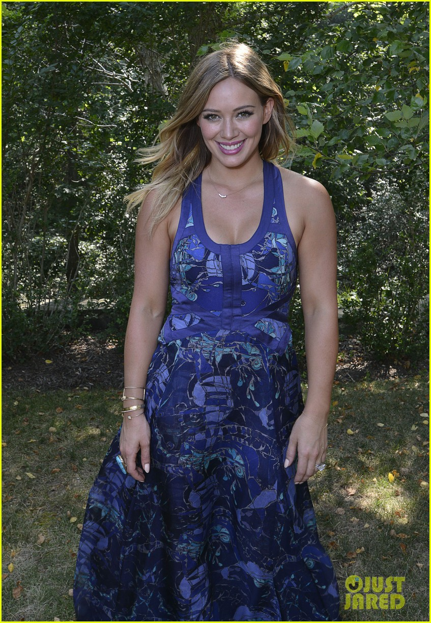hilary duff fiji water days of summer host 152913754