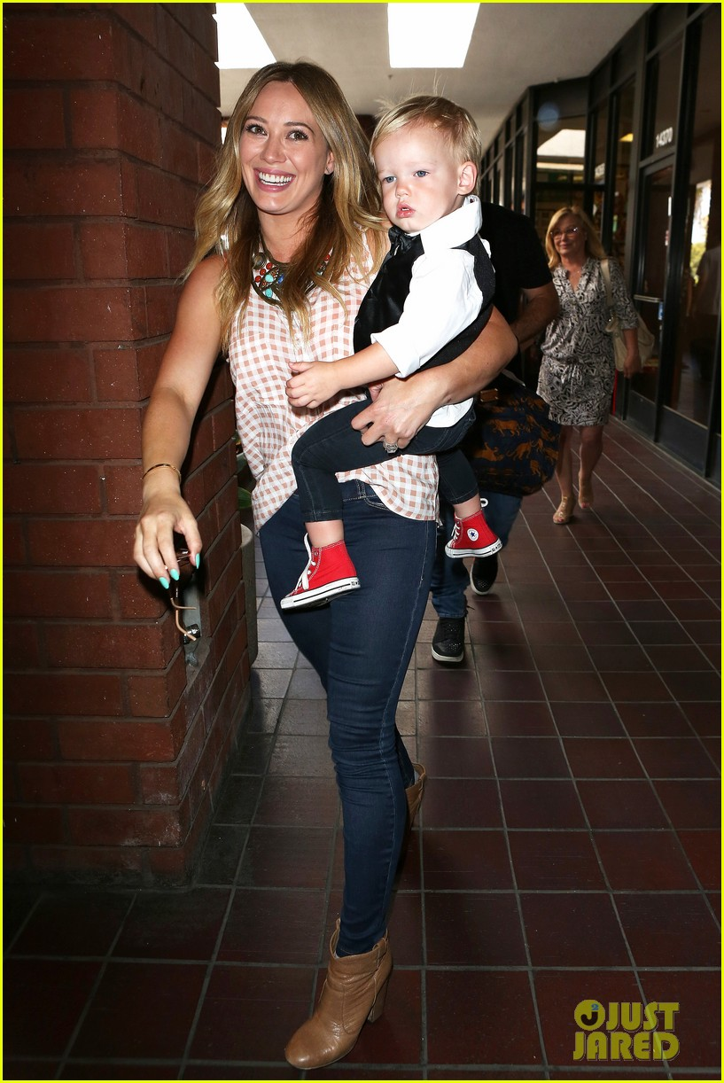 hilary duff luca graduates babies first class 102916002