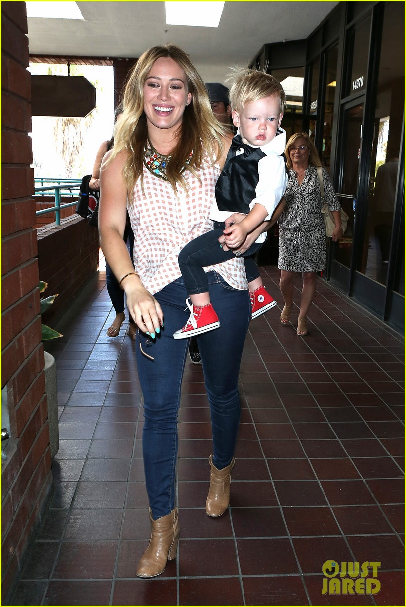 hilary duff luca graduates babies first class 112916003