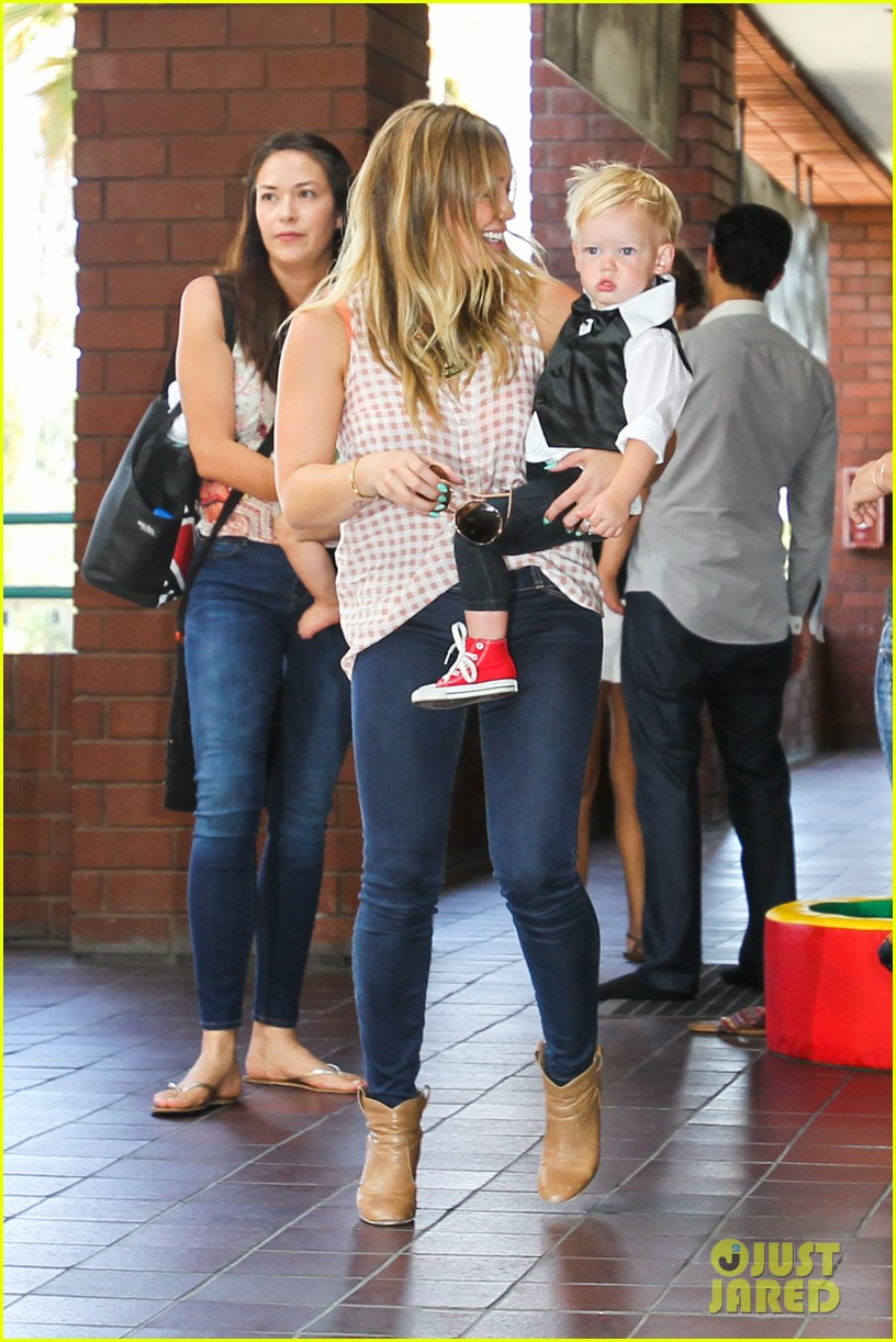 hilary duff luca graduates babies first class 14