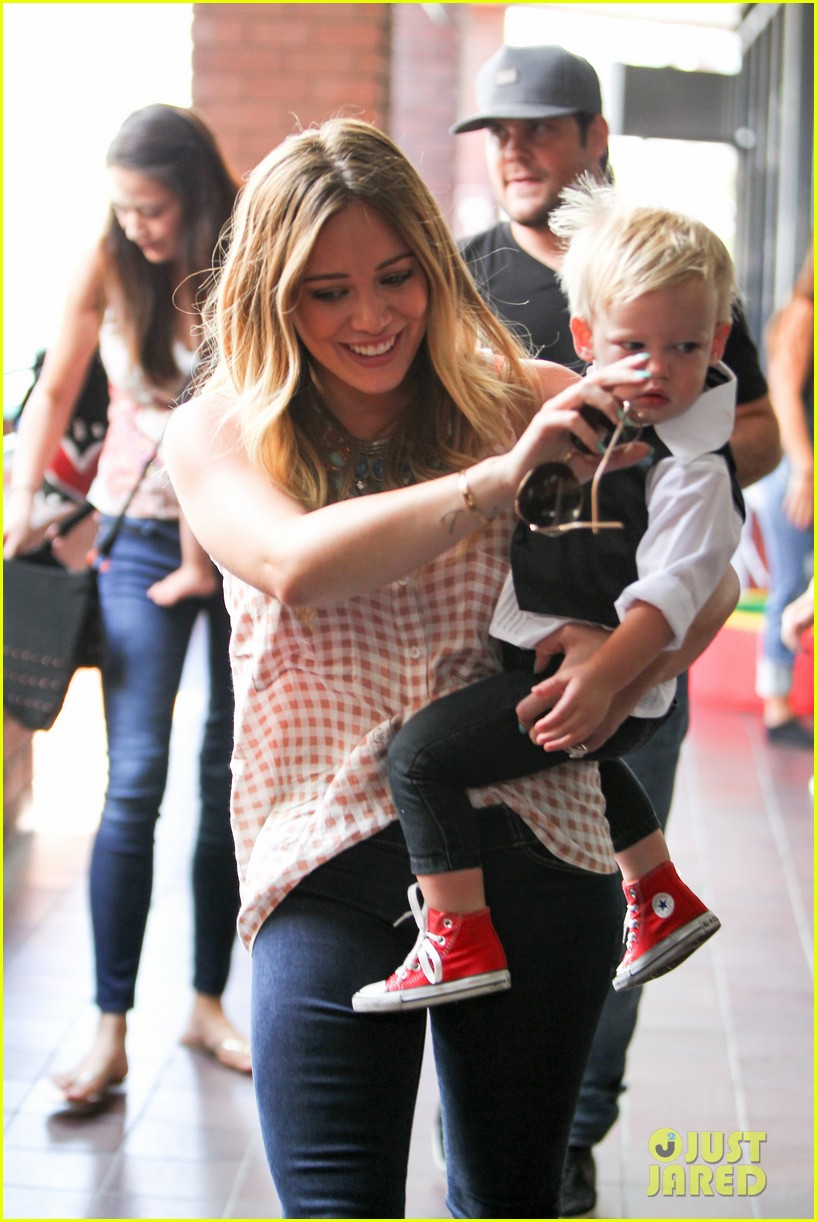 hilary duff luca graduates babies first class 192916011