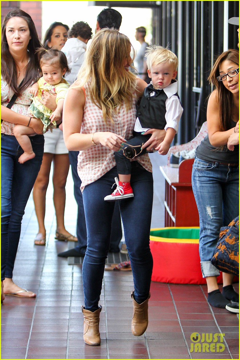 hilary duff luca graduates babies first class 202916012