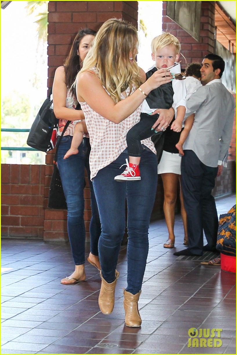 hilary duff luca graduates babies first class 232916015