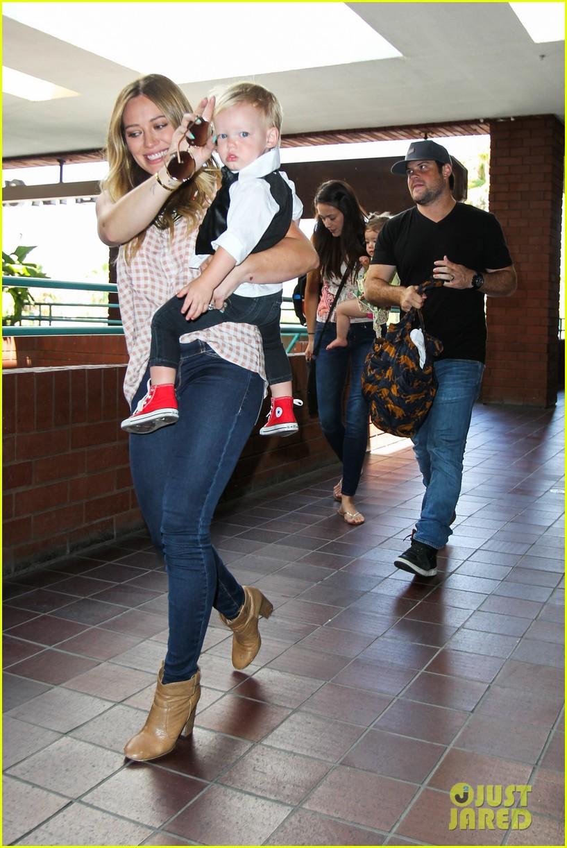 hilary duff luca graduates babies first class 292916021