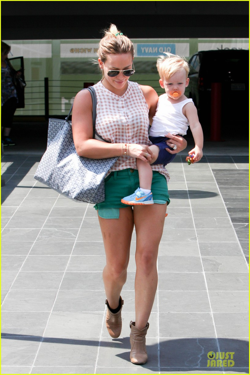 hilary duff targets pacifier loving luca 01
