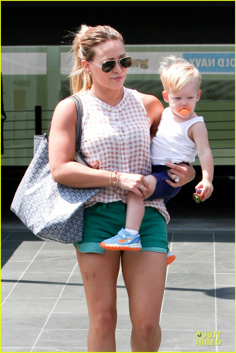 hilary duff targets pacifier loving luca 02