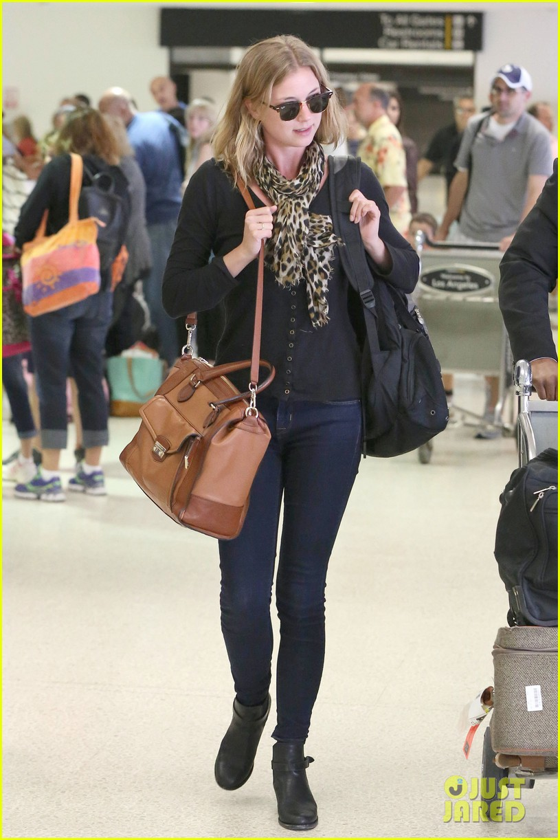 emily vancamp wraps filming girl in the book in nyc 012905672