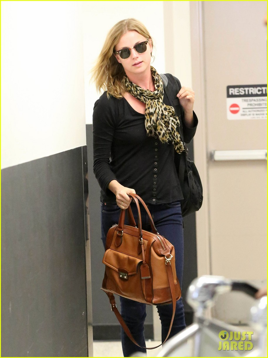 emily vancamp wraps filming girl in the book in nyc 022905673